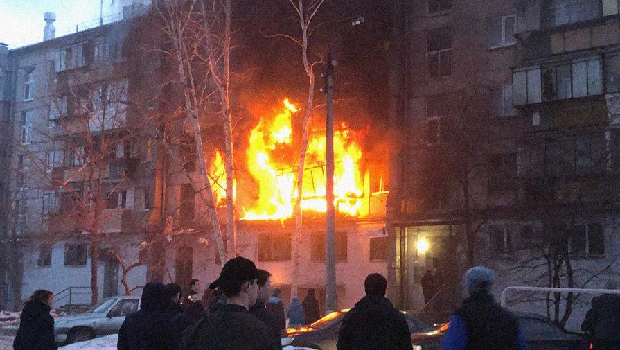 На месте взрыва в пятиэтажном жилом доме в Магнитогорске, 26 марта 2020 года