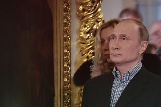 Президент России Владимир Путин во время рождественского богослужения в церкви святых и праведных Симеона Богоприимца и Анны Пророчицы в Санкт-Петербурге, 7 января 2018 года