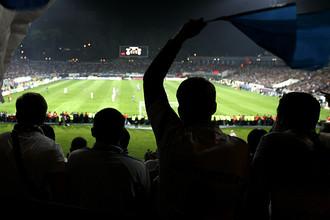 Болельщики на стадионе «Динамо» во время матча между командами «Динамо» (Киев) и «Шахтер» (Донецк)