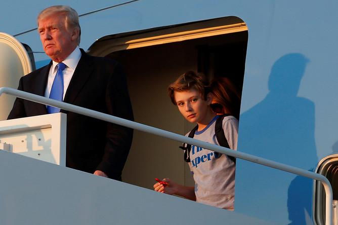 Дональд, Меланья и Бэррон Трамп прибывают в Вашингтон