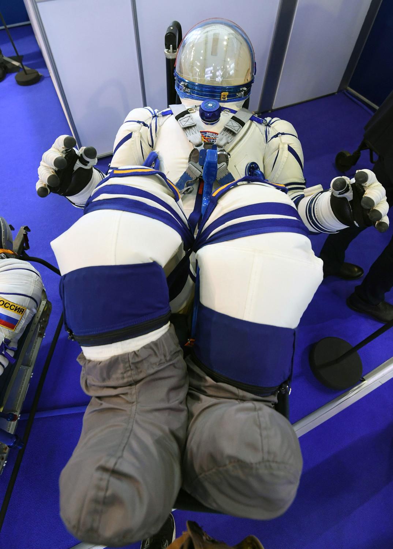 Новый спасательный скафандр «Ð¡Ð¾ÐºÐ¾Ð»-М» для экипажа перспективного российского космического корабля «Ð¤ÐµÐ´ÐµÑ€Ð°Ñ†Ð¸Ñ» на авиасалоне МАКС в подмосковном Жуковском, 27 августа 2019 года