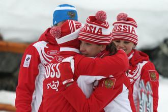 Партнеры по команде утешают Ульяну Кайшеву