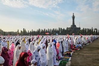 Праздничная молитва в Денпасаре на острове Бали