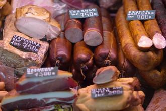 Колбаса, снэки и выпечка: названа самая вредная еда