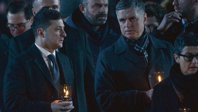 Президент Украины Владимир Зеленский и министр иностранных дел Украины Вадим Пристайко на акции памяти у мемориала на территории бывшего лагеря смерти в польском Освенциме, 27 января 2020 года