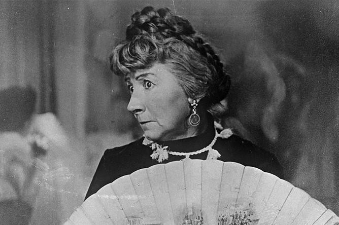 1958 год. Кадр из фильма «Девушка без адреса». Рина Зеленая в роли Елизаветы Тимофеевны