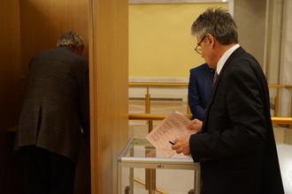 Президент РАН Сергеев голосует одним из последних