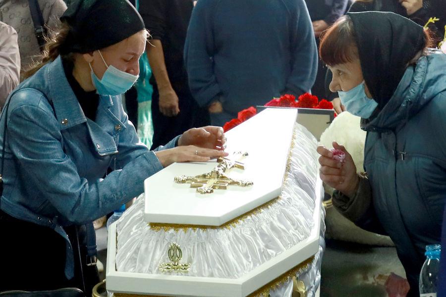 В Тюмени похоронили убитую школьницу