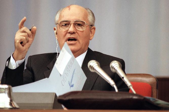 Михаил Горбачев на последнем съезде народных депутатов СССР, сентябрь 1991 года