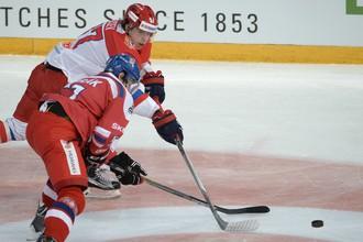 Никита Гусев (выше) стал главным героем последнего матча России на Евротуре
