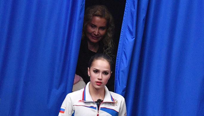 Фигуристка Алина Загитова и тренер Этери Тутберидзе