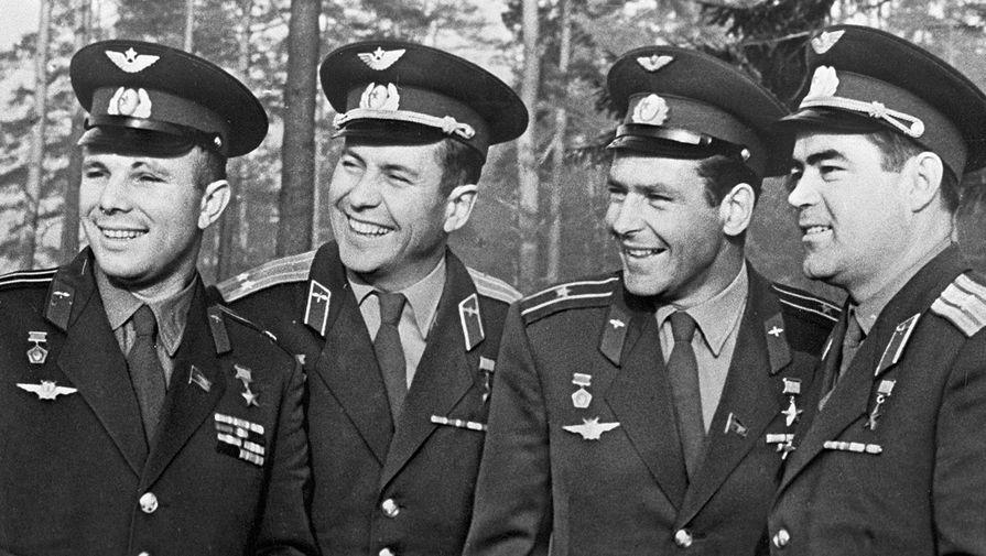 перед отдыхом первые советские космонавты картинки что