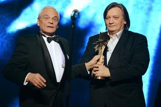 Народный артист РФ Герард Васильев (слева) и режиссер Александр Велединский на церемонии награждения