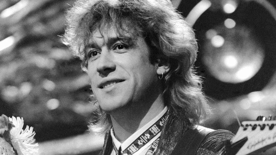 Владимир Кузьмин во время выступления на телевизионном фестивале «Песня-88»