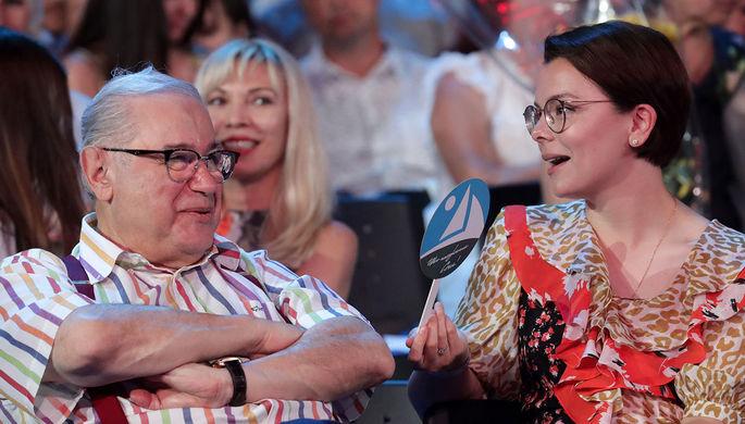 «Во внучки годится»: Петросян женился на 30-летней помощнице