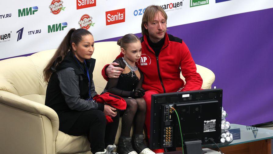Тренер Людмила Алферова, Вероника Жилина и тренер Евгений Плющенко