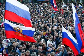 Севастополь. Горожане на площади Ленина во время концерта, посвященного празднованию 5-й годовщине Общекрымского референдума 2014 года и воссоединения Крыма с Россией