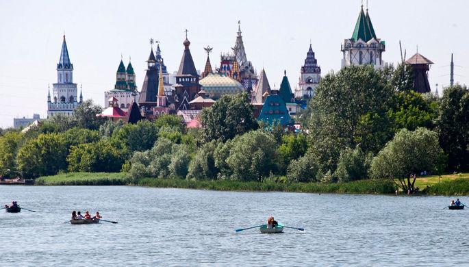 Горожане отдыхают в столичных парках и на водоемах