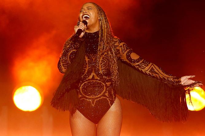 Главную награду премии BET получила Бейонсе (сингл «Formation»), а также Бейонсе победила в номинации «Лучшая R&B/Pop-певица»