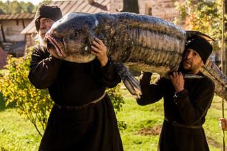 Кадр из фильма «Монах и бес»