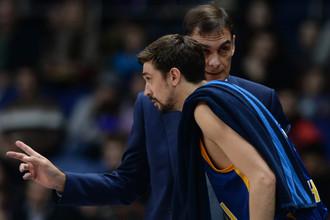 Баскетболист «Химок» Алексей Швед и главный тренер команды Георгиос Барцокас