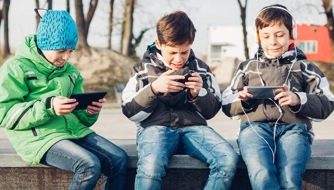 Совфед одобрил закон о поиске пропавших детей по геолокации телефона