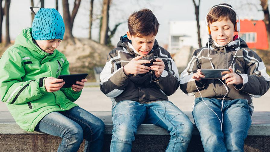 Минпросвещения разработает нормативы по использованию гаджетов для школьников