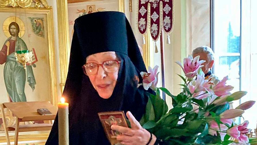 Настоятельница объяснила, почему актриса Васильева решила уйти в монастырь