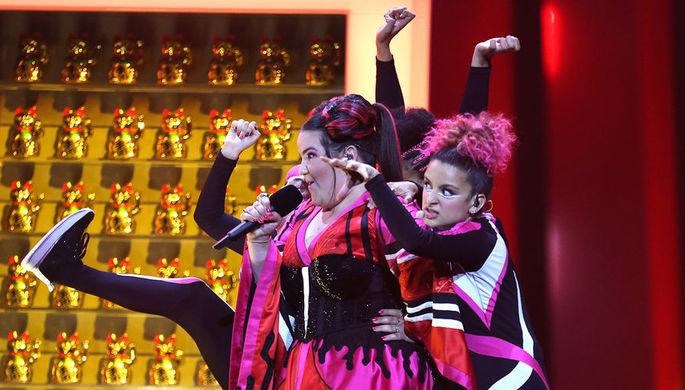 Участница «Евровидения-2018» из Израиля Нэтта исполняет песню 'Toy'