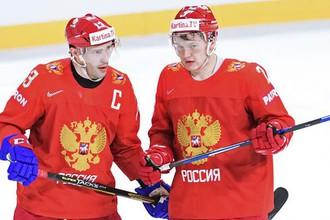 Игроки сборной России Павел Дацюк (слева) и Кирилл Капризов в матче группового этапа чемпионата мира по хоккею между сборными командами России и Словакии.