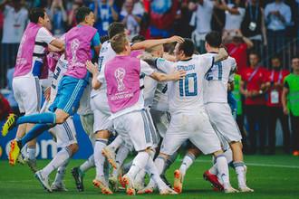 Игроки сборной России после победы в матче 1/8 финала чемпионата мира по футболу между сборными Испании и России