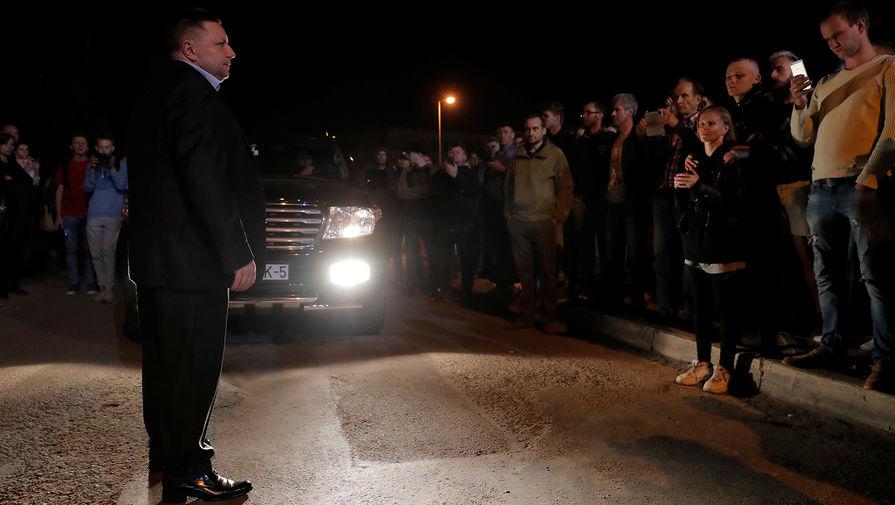 Заместитель министра внутренних дел Белоруссии Александр Барсуков у Центра изоляции правонарушителей на улице Окрестина в Минске, 14 августа 2020 года