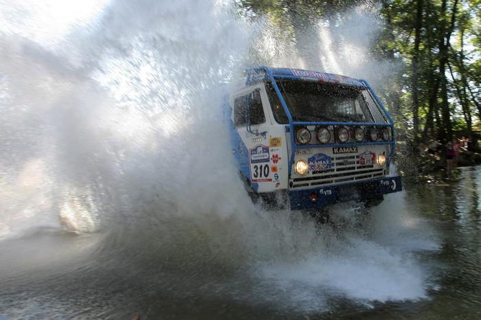Вода «КАМАЗу» не преграда