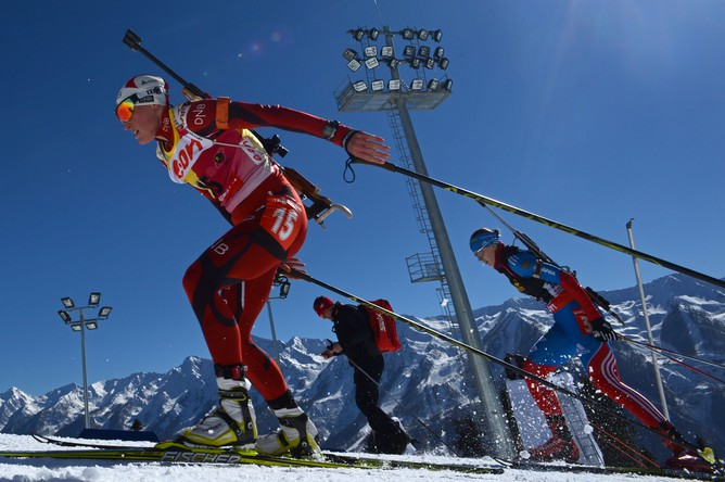 Панорама местных гор и лыже-биатлонного стадиона