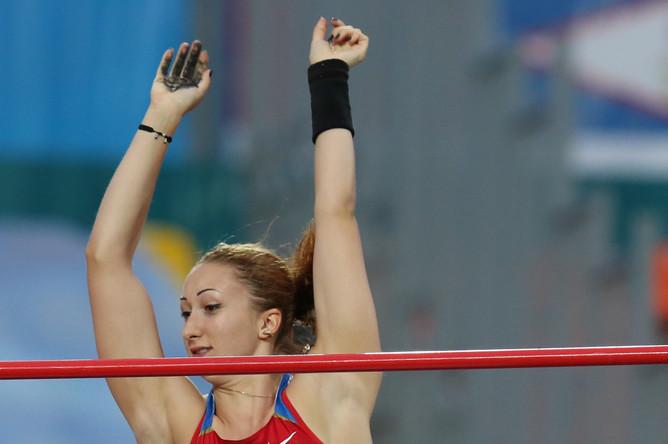 Россиянка Анастасия Савченко завоевала золото в соревнованях по прыжкам с шестом