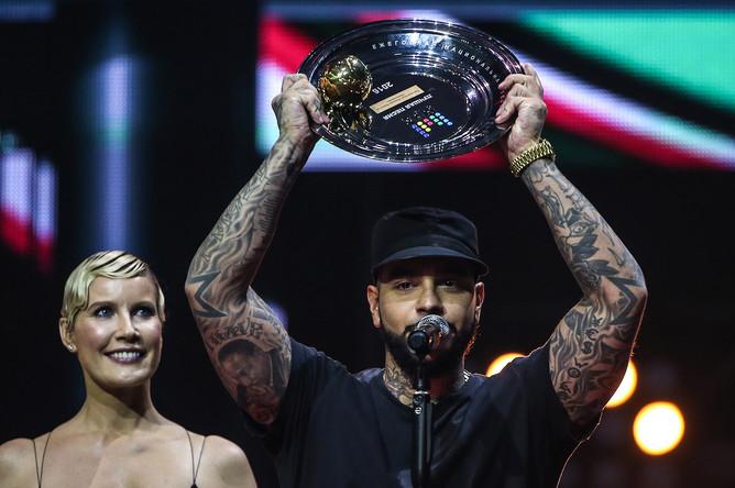 Телеведущая Елена Летучая и рэпер Тимати (Тимур Юнусов), выигравший в номинации «Лучшая песня»