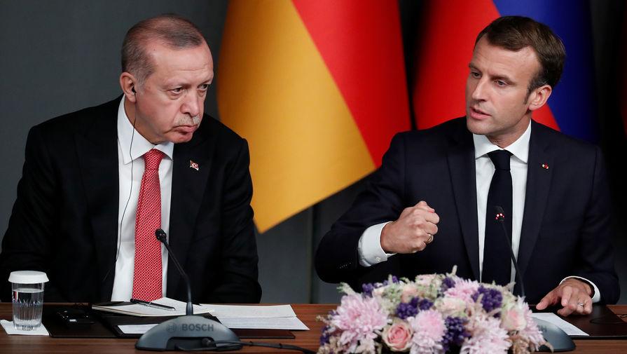 Президент Турции Реджеп Тайип Эрдоган и французский президент Эмманюэль Макрон во время пресс-конференции в Стамбуле, октябрь 2018 года