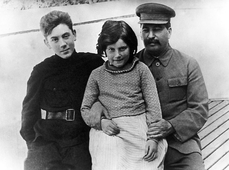 Иосиф Виссарионович Сталин со своими детьми- Светланой и Василием, 1930-е годы