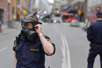 Полиция на месте происшествия в центре Стокгольма, 7 апреля 2017 года