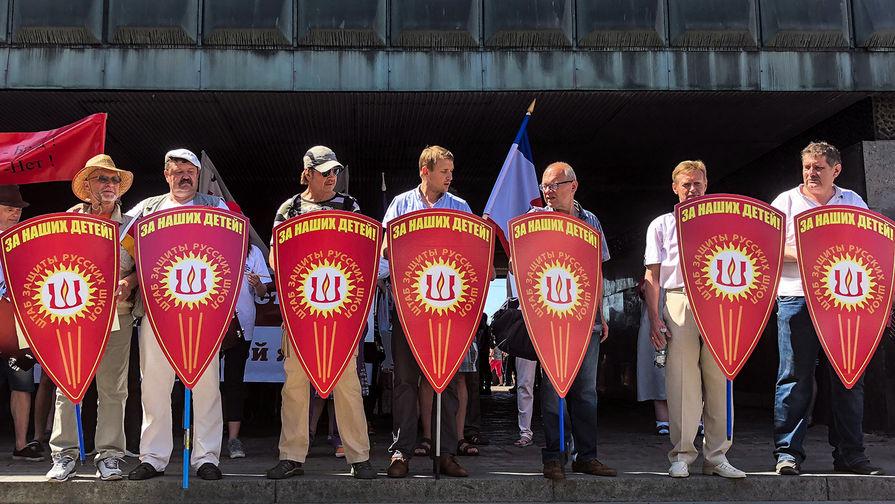 Митинг в защиту русских школ в Риге собрал более четырех тысяч человек