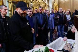 Певец Михаил Шуфутински во время церемонии прощания с певцом Вилли Токаревым в Москве, 9 августа 2019 года