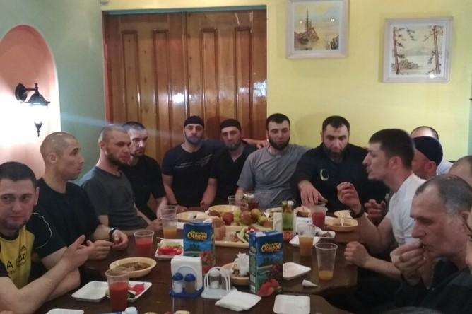 Застолье в иркутской колонии №3
