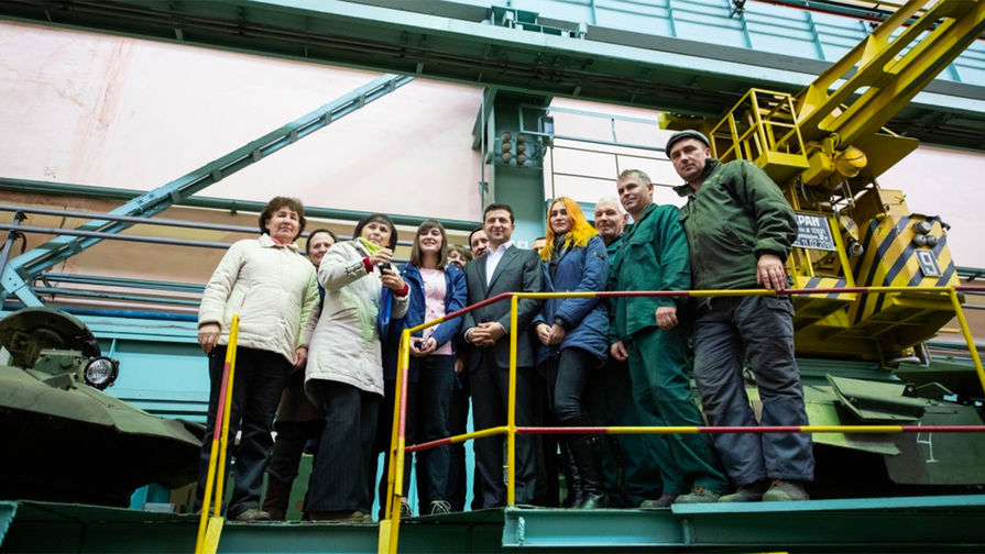 «Я в шоке»: Зеленского расстроил завод по производству танка