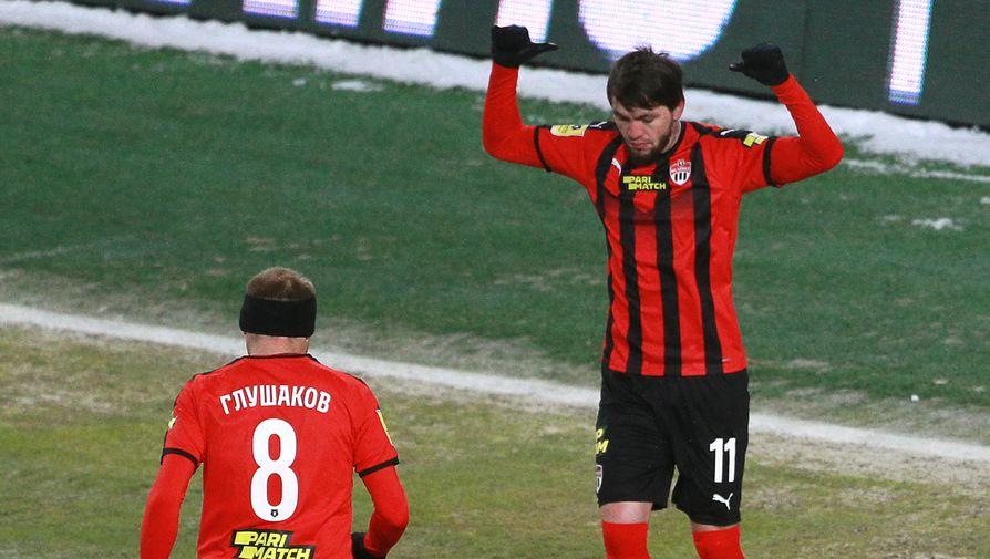Игроки ФК «Химки» Резиуан Мирзов и Денис Глушаков