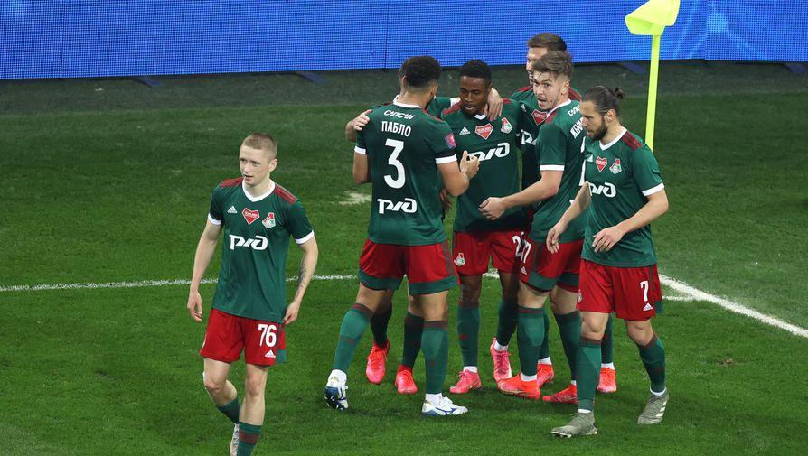 Игроки «Локомотива» радуются забитому мячу в финальном матче Кубка России по футболу сезона 2020/2021.