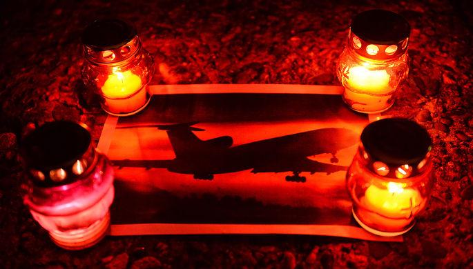 Свечи на акции памяти в Сочи, где самолет Минобороны РФ Ту-154 потерпел крушение у побережья Черного...