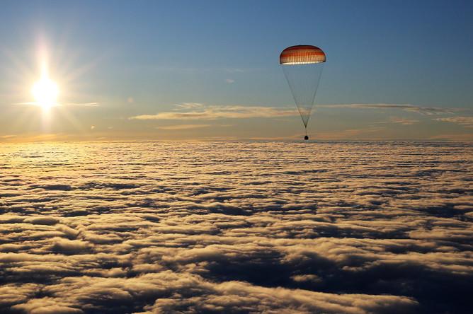 Во время посадки спускаемой капсулы транспортного космического корабля «Союз МС-06» с экипажем 53/54-й длительной экспедиции на МКС космонавтом Роскосмоса Александром Мисуркиным, астронавтами NASA Джозефом Акабой и Марком Ванде Хаем