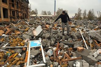 Снесенный по решению суда многоквартирный дом в Московской области