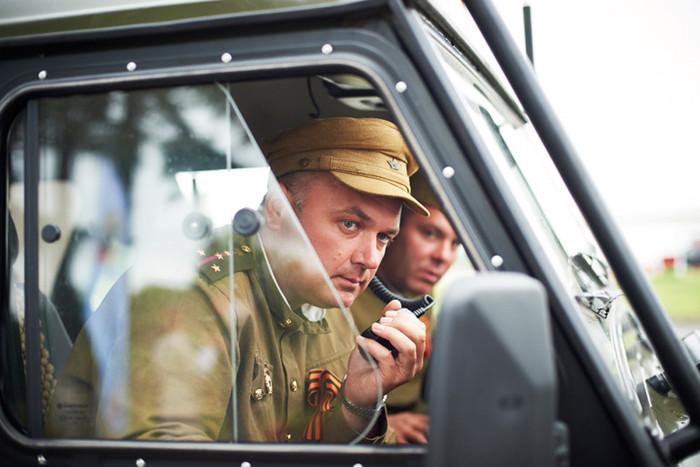 Участники автопробега переоделись в военную форму времен