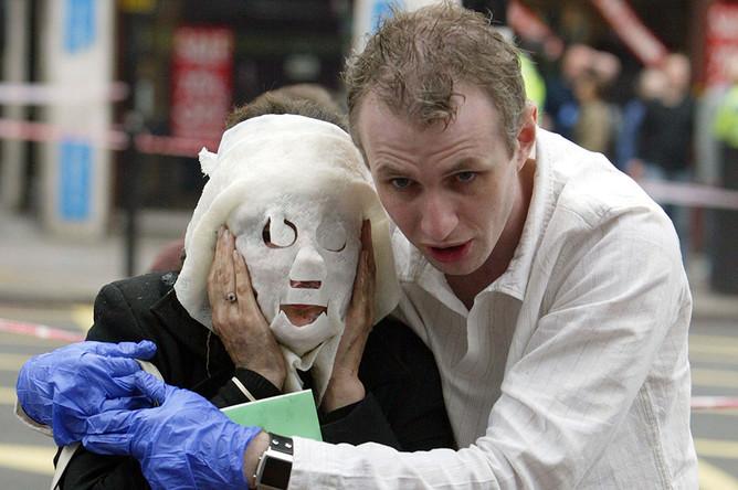 Раненый пассажир около станции метро «Эджвэр-Роуд», Лондон, 7 июля 2005 года